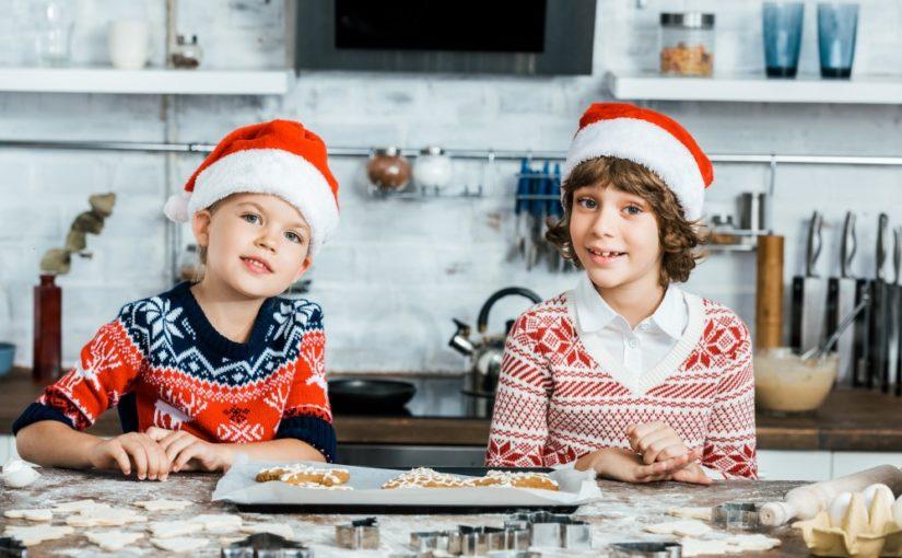 Børn der bager til jul